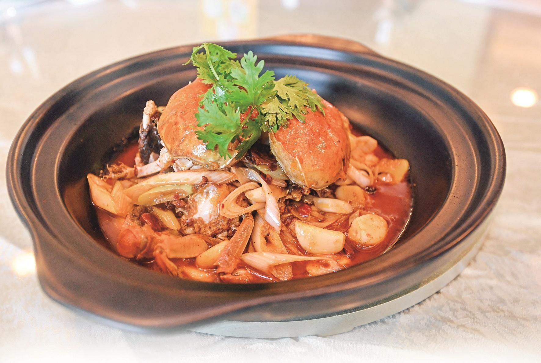 蟹黄丰腴肉质鲜嫩 品尝秋天里的第一口螃蟹