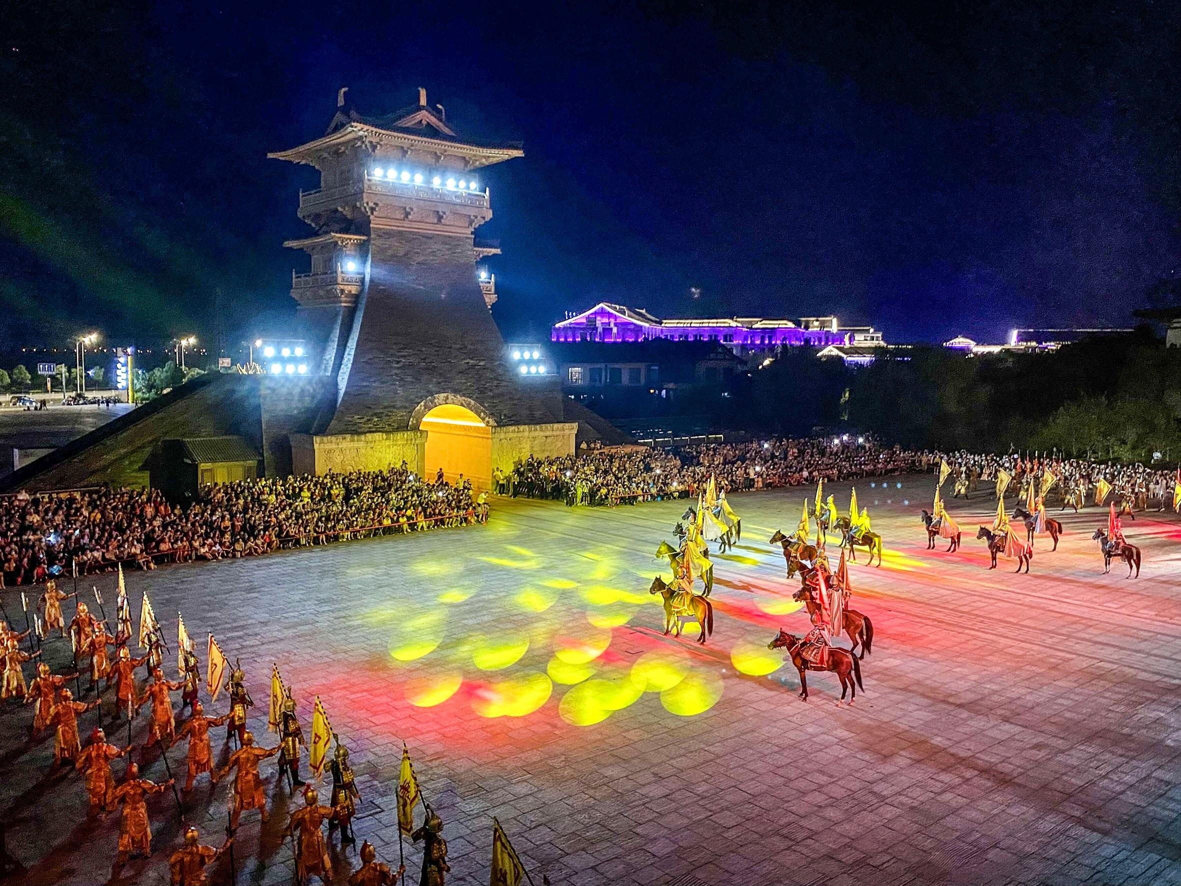 近7000人夜游唐城赏满月享团圆