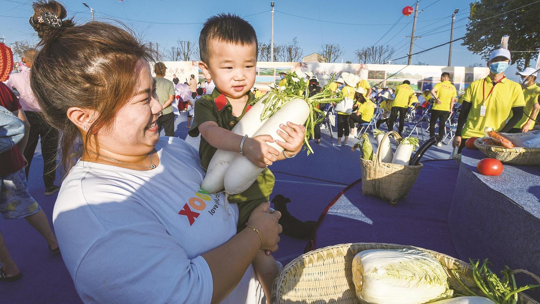 青山举行农民丰收节