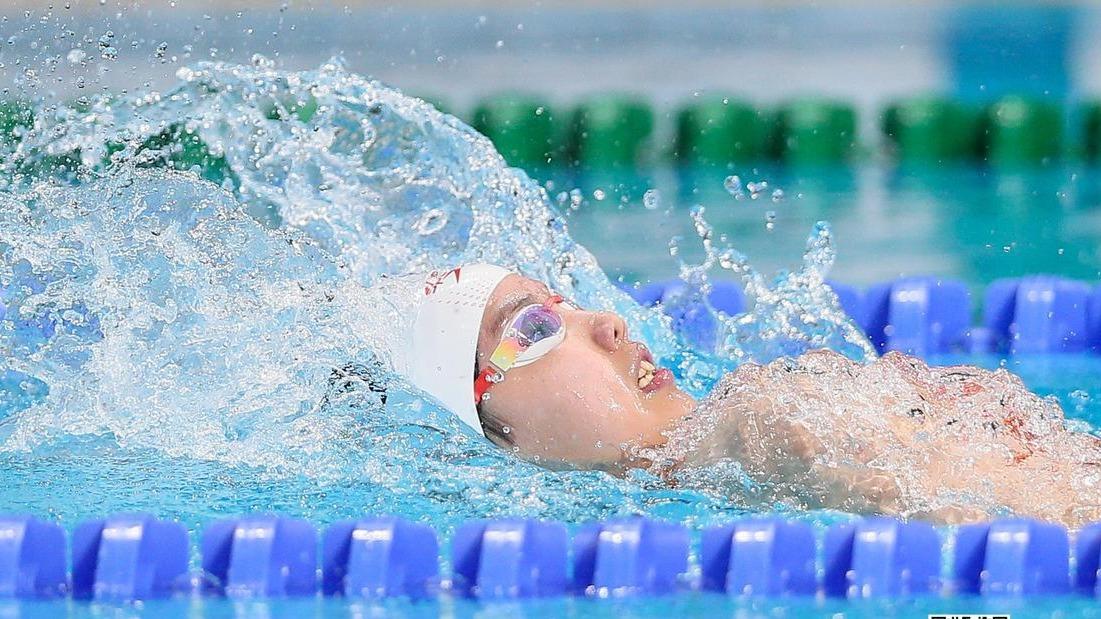 彭旭玮包揽100米、200米仰泳冠军!