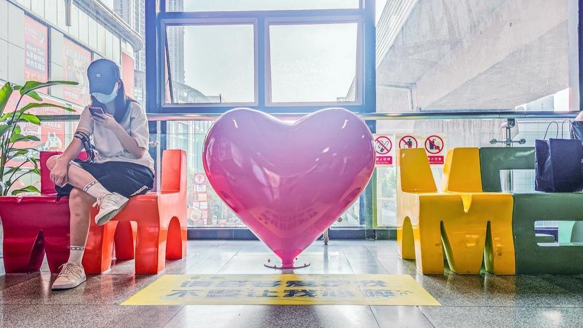 萌萌的、有创意,地铁循礼门爱心候车区或成新网红