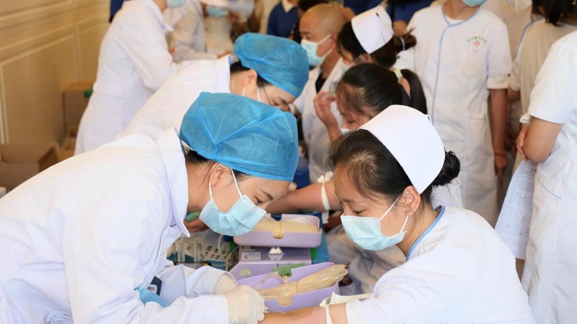 武汉220名白衣天使无偿献血5万毫升