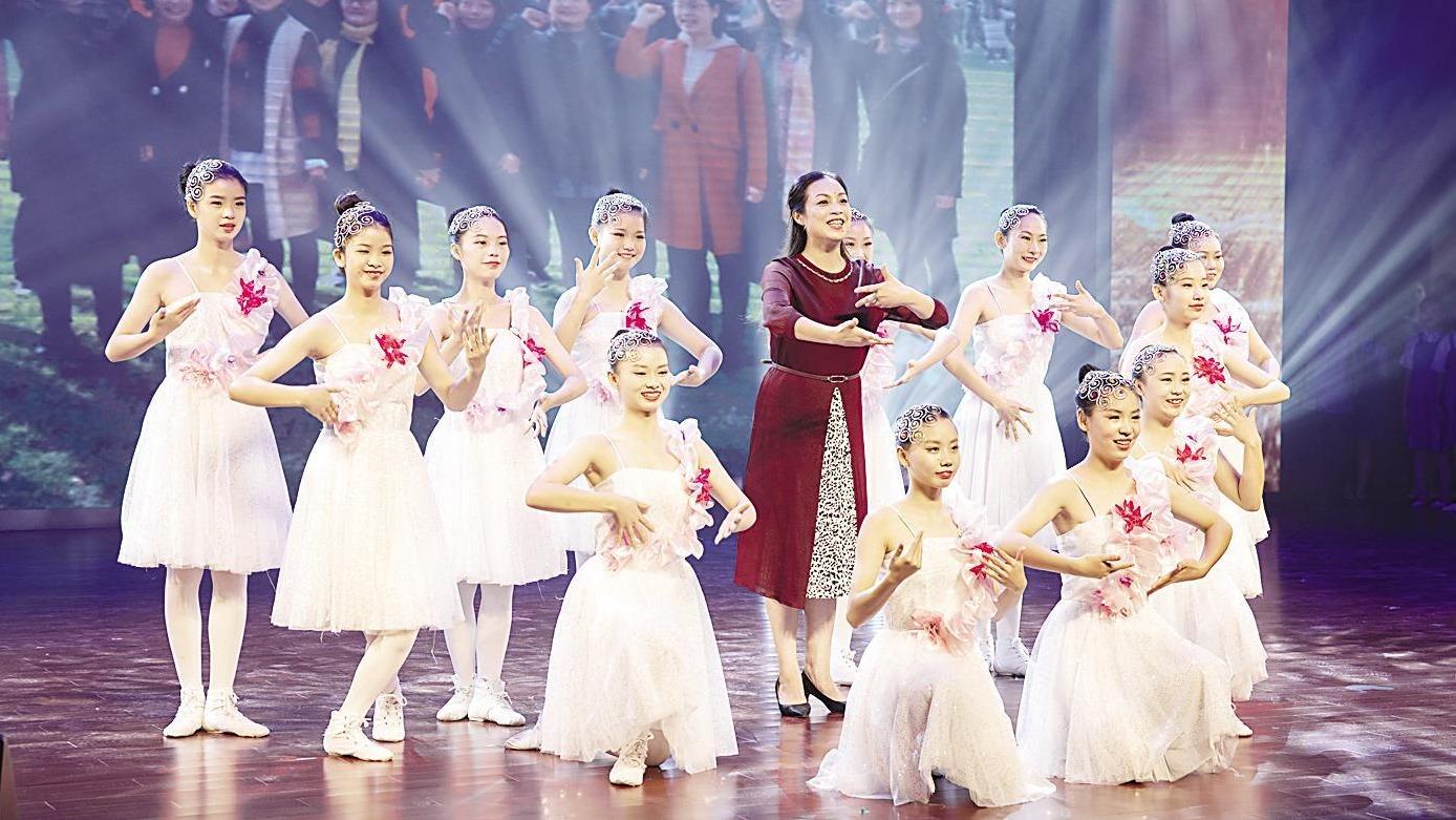 手语舞蹈献礼教师节