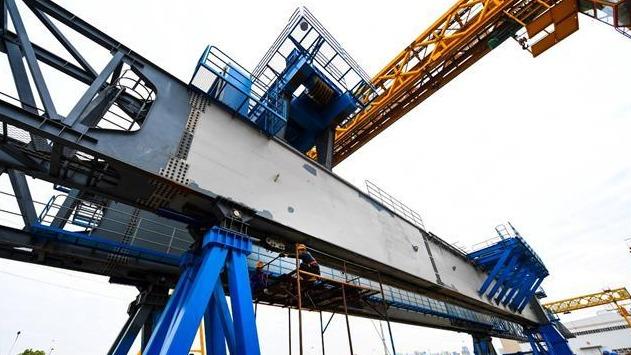 中泰铁路造桥机在襄阳完成制造