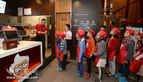 肯德基推出炸酱面 洋快餐玩得转中式传统美食吗?