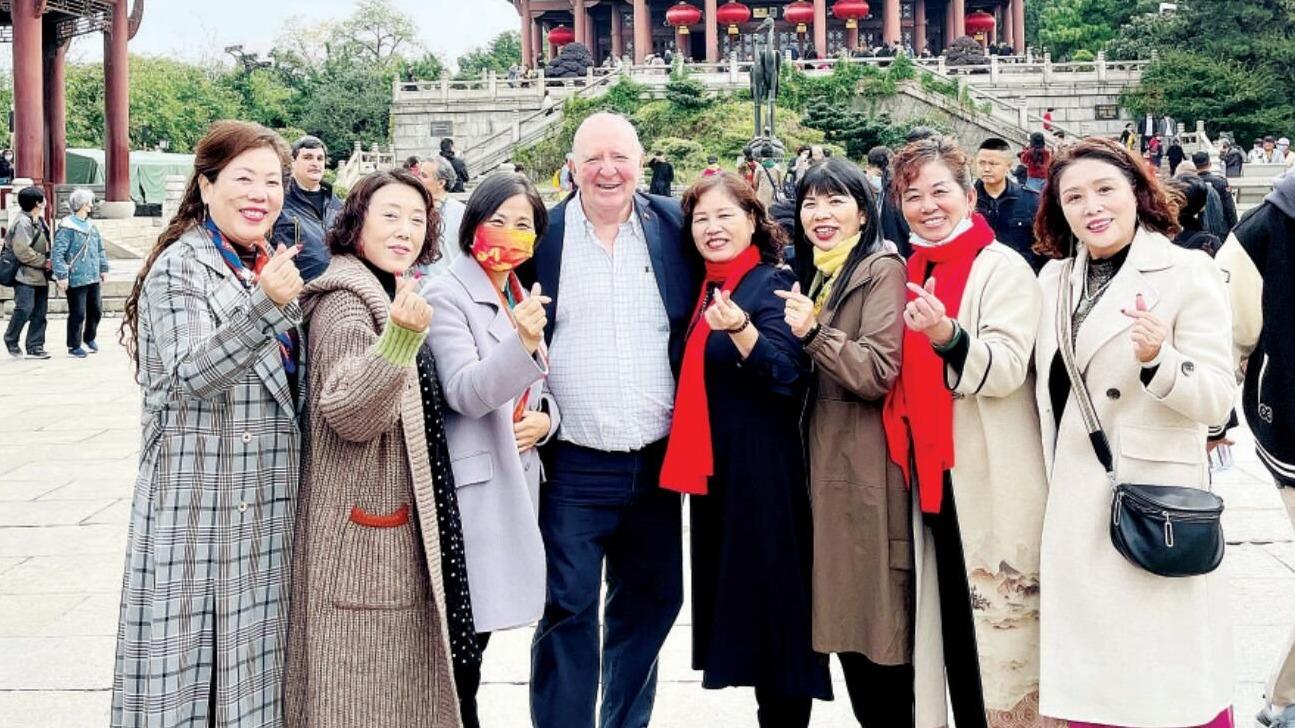 11国在华外交官使团来汉打卡 为武汉美景美食点赞