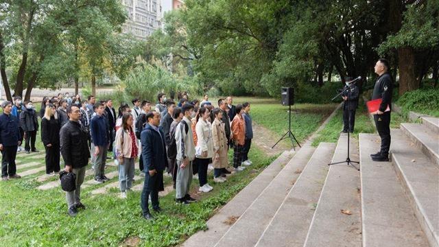 华农为41名新生补办开学典礼