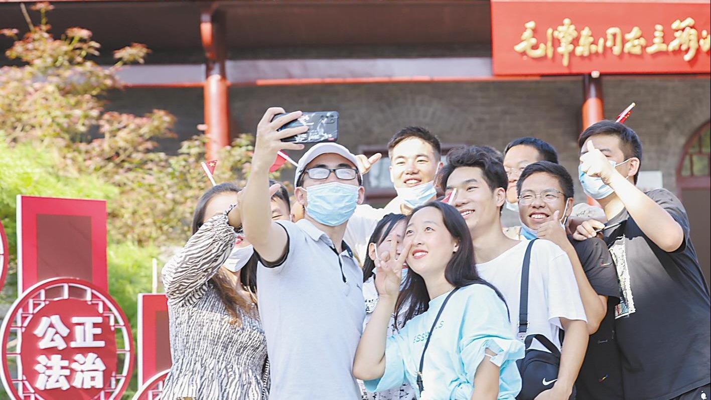 国庆首日 红色旅游火爆