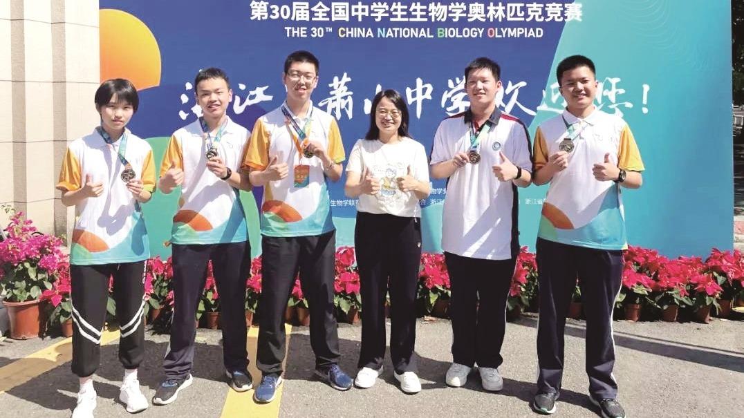 解剖小龙虾找胃磨 武汉中学生获生物奥赛金牌