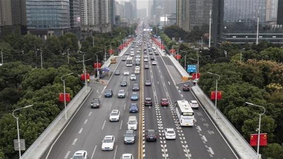 节后上班首日 武汉早高峰交通压力增大