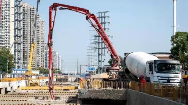 武汉地铁前川线马池站顺利封顶