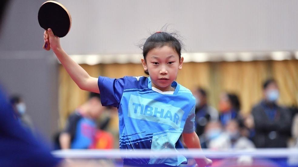 国球少年展球技