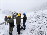 雪中紧急抢修保供电