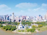 """从""""百年水患""""变""""百里画廊"""" 看武汉江滩的20年蜕变"""