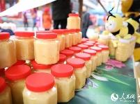 湖北鹤峰:年货义卖帮扶贫困学子