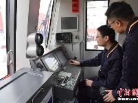 深圳地铁9号线西延线首列车抵达