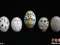 手超稳!土耳其工匠在鸡蛋壳上打洞雕花