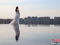 """贵阳""""天空之镜""""吸引游客"""
