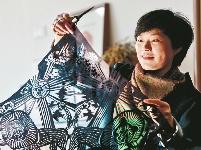 小学老师曹小琴成非遗传人 剪纸里的浓浓乡愁