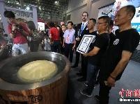 福州500多斤巨型鱼丸打破世界纪录