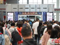 """中国铁路迎来""""五一""""小长假出行高峰 预计发送旅客6820万人次"""