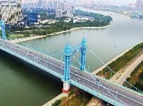 武汉跨江大桥组七色彩虹迎军运
