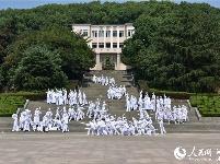 华中农业大学原创人体雕塑舞蹈《红旗颂》 献礼新中国70周年