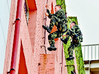 武汉第七届军营开放日举行,特战队员真功夫燃爆了