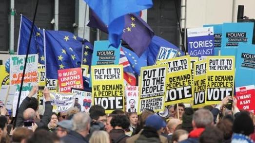 脱欧谈判无进展、被喝倒彩,英首相卢森堡之行不如意