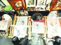 三种肤色三类主题耗时十个月 武汉绣娘五十幅绝美汉绣迎军运