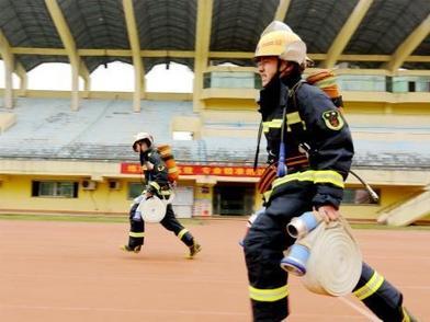 湖北省将招录消防员757名  网上报名截止日期为10月10日