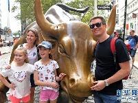 纽约华尔街铜牛遭人为损坏