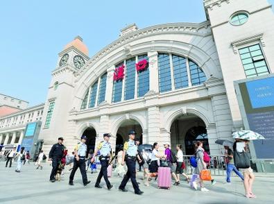 今日铁路客流将迎返程高峰 武铁增警力护卫中秋返乡路