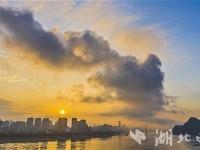峡江日出景无限
