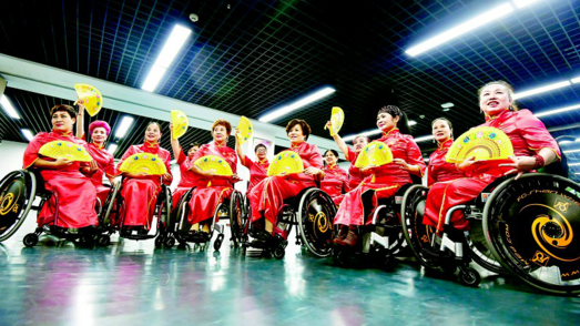 轮椅上,一袭旗袍绽芳华