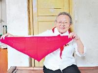 新中国第一批少先队员魏需武:70年前第一条红领巾保留至今