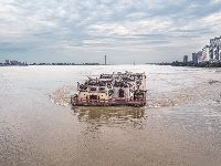 长江水位创新低 白沙洲显露真容 雨水偏少是主因 多部门联动应对
