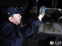 """湖北武汉:升级列车质量 提高""""元旦""""假期旅客出行""""幸福指数"""""""