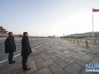 香港警务处处长邓炳强率团观看天安门广场升国旗仪式