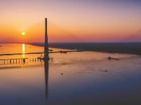嘉鱼长江公路大桥提前3月通车