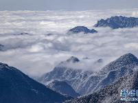 湖北五峰:高山雪场风景如画