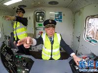 【新春走基层】火车司机的春运首日