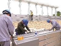 长江防汛来了,汉口江滩安装移动防洪墙