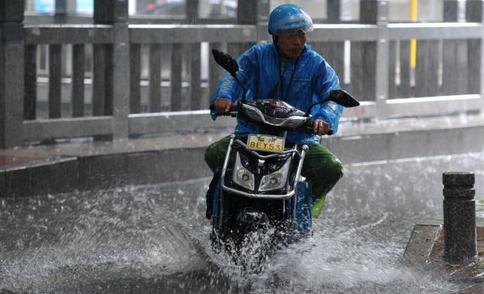 南方多省迎今年来最强降雨过程 多地部署防汛备汛