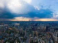 风雨送清凉 彩霞映江城