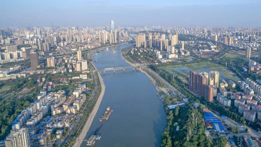 湖北省第一生态环境保护督察组进驻武汉 现场督察江滩、污水处理厂