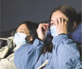 《武汉日夜》全国上映令观众落泪:电影里展示的就是我们曾经经历的