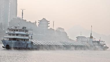 长江航运干线货物通过量突破30亿吨