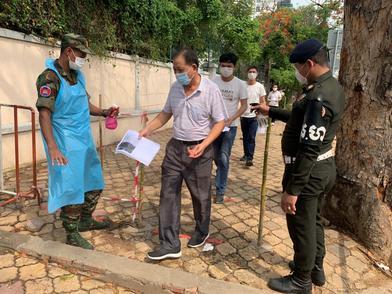 """""""春苗""""落地柬埔寨,在柬中国公民接种新冠疫苗"""