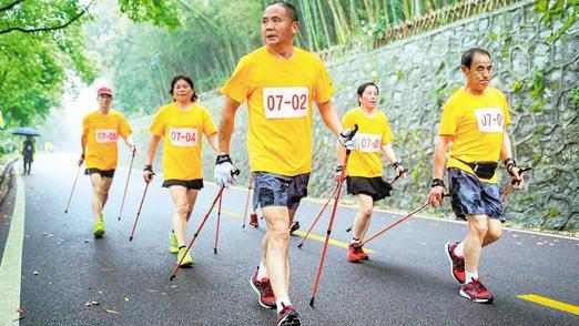 持杖穿林轻胜马 湖北老年人持杖健走活动在黄石举行
